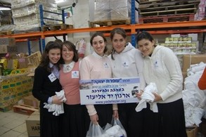 Bnos Sara preparing care packages for soldiers in Gaza
