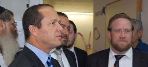 Mayor Nir Barkat Visits Yad Eliezer Shalhevet Convention